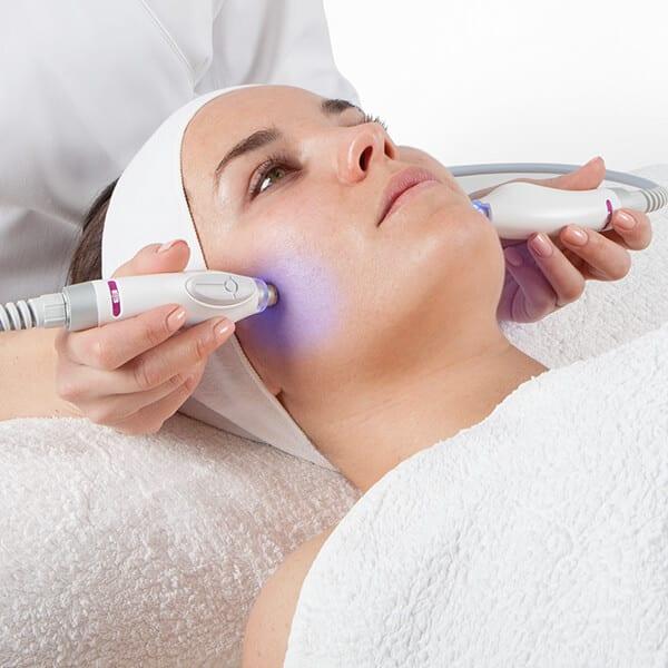 Cicatrices d'acné : comment les enlever efficacement ?